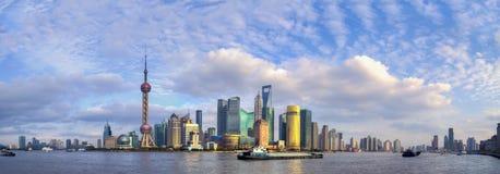 Панорама небоскребов Рекой Huangpu Стоковые Изображения