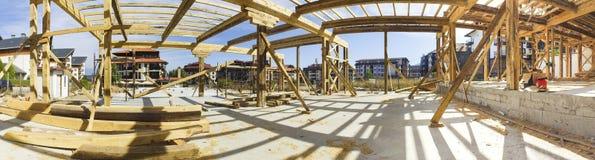 Панорама новой обрамленной конструкции дома стоковые фото