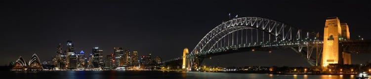 Панорама ночи города Сиднея стоковые фотографии rf