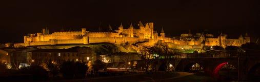 Панорама ночи крепости Каркассона - Франции стоковая фотография rf