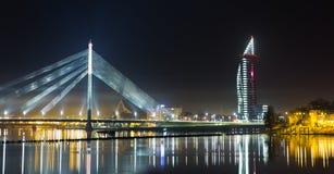 Панорама ночи на Риге стоковые фото