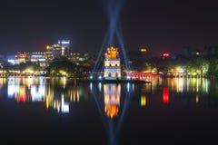 Панорама ночи озера Hakiem с башней черепах hanoi Вьетнам Стоковая Фотография RF