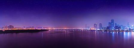 Панорама ночи острова Yeouido - известного финансового района Сеула, Южной Кореи Стоковые Фотографии RF
