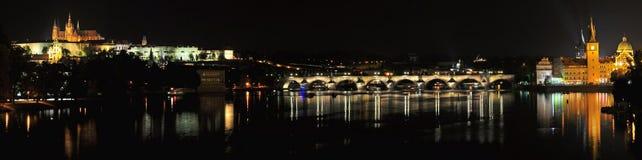Панорама ночи Праги Стоковое фото RF