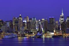 Нью-йорк Манхаттан на ноче стоковое изображение rf