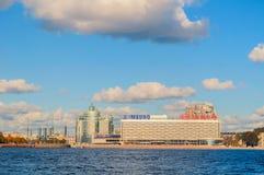 Панорама обваловки Pirogov на реке Neva в Санкт-Петербурге, России Стоковая Фотография RF