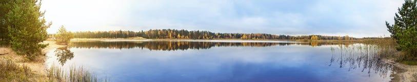 Панорама озера стоковая фотография