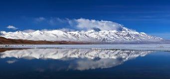 Панорама озера Manasarovar (Mapam Yumco), западного Тибета Стоковое Изображение RF
