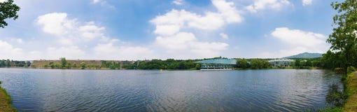 Панорама озера Qian в ботаническом саде в лете Стоковые Фотографии RF