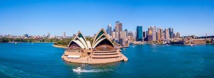 Панорама оперного театра и горизонта Сиднея Стоковое Изображение RF