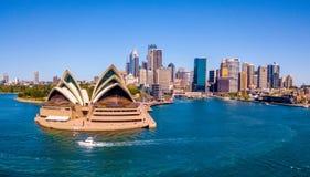Панорама оперного театра и города Сиднея Стоковые Изображения RF