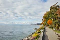 Панорама осени обваловки Монтрё и женевского озера, Швейцарии Стоковая Фотография RF