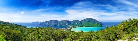 Панорама острова Phi-Phi, провинции Krabi, Таиланда Стоковые Изображения RF