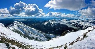 Панорама от снега покрыла след в национальном парке Йеллоустона стоковые фото
