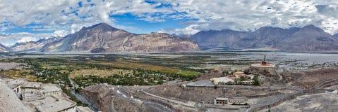 Панорама долины Nubra в Гималаях стоковое фото rf