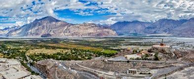 Панорама долины Nubra в Гималаях стоковое изображение rf