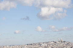 Панорама Парижа: Холм Montmartre и базилика Sacre-Coe Стоковая Фотография