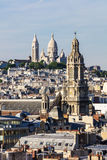 Панорама Парижа: Церков Sainte-Trinite и Sacre-Coeur Стоковые Изображения