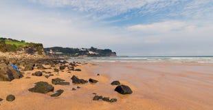 Панорама пляжа в северной Испании astrological стоковые изображения