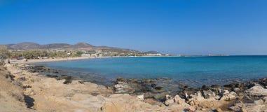 Панорама пляжа Aliki - острова Paros Кикладов - Греция стоковые изображения