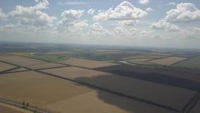 Панорама поля от высоты сток-видео