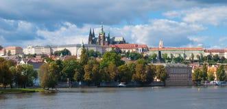 Панорама Праги, взгляд на замке Праги Стоковые Фото