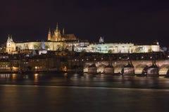 Панорама Праги, замок Праги и Карлов мост Стоковое Изображение RF