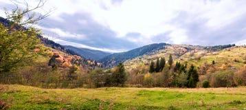 Панорама прикарпатских гор Стоковая Фотография