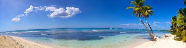 Панорама пляжа рая Стоковая Фотография
