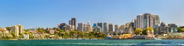 Панорама северного финансового района Сиднея центрального с заливом и Luna Park лаванды Стоковые Фото