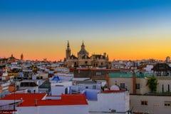 Панорама собора Catedral de Севилья Севильи взгляда Севилья Испании стоковые изображения