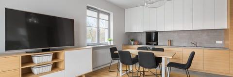 Панорама современного домашнего интерьера стоковые фотографии rf
