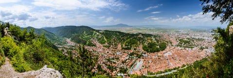 Панорама старого городка высокая с голубым небом стоковые изображения rf