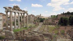 Панорама старого форума Romanum руин в замедленном движении Римский форум в центре города Рима, Италии сток-видео