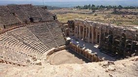 Панорама старого Greco-римского города Старый амфитеатр Hierapolis в Pamukkale, Турции Разрушенное старое стоковое изображение rf
