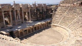 Панорама старого Greco-римского города Старый амфитеатр Hierapolis в Pamukkale, Турции Разрушенный древний город внутри стоковое изображение rf