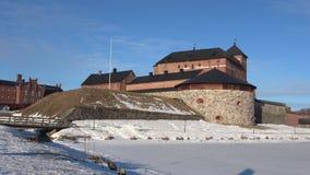 Панорама старой крепост-тюрьмы, день в марте Hameenlinna, Финляндия сток-видео