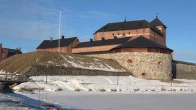 Панорама старой крепост-тюрьмы Hameenlinna, утра в марте Финляндия сток-видео