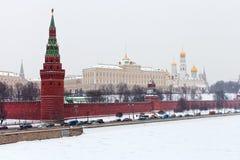 Панорама стены и башни Кремля в зиме Стоковая Фотография