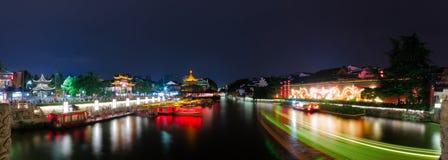 Панорама сцены ночи на реке Qinhuai Стоковые Фото