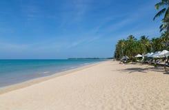 Панорама Таиланда пляжа песка Khao Lak Стоковое Изображение