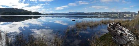 Панорама Тасмании реки Huon стоковые фотографии rf
