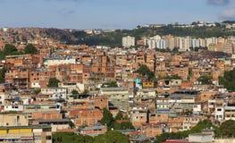 Панорама трущобы Petare в Каракасе, столице Венесуэлы стоковое изображение rf