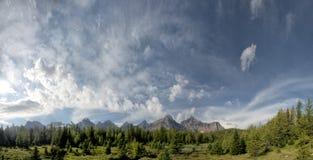 Панорама утесистых гор Канады Стоковые Изображения
