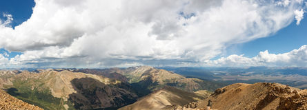 Панорама утесистых гор от Mount Elbert Стоковая Фотография RF