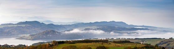 Панорама утра красивой осени туманная Стоковое Изображение