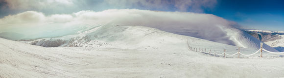 панорама Утро в прикарпатских горах Dragobrat Стоковые Изображения RF