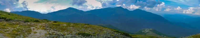 Панорама цепи горы стоковые изображения rf