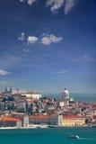 Панорама Alfama и Graca, городской пейзаж Лиссабона, Португалии, Eur стоковая фотография rf