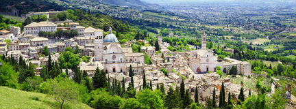 Панорама Assisi, Умбрии, Италии стоковые изображения